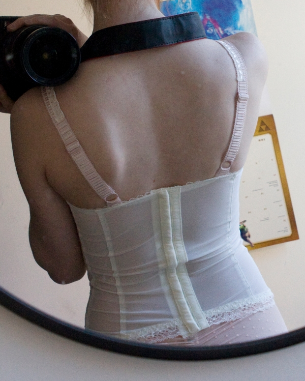 Notice how the back kind of bubbles out in the middle? Too loose. That should disappear once the basque is tighter.