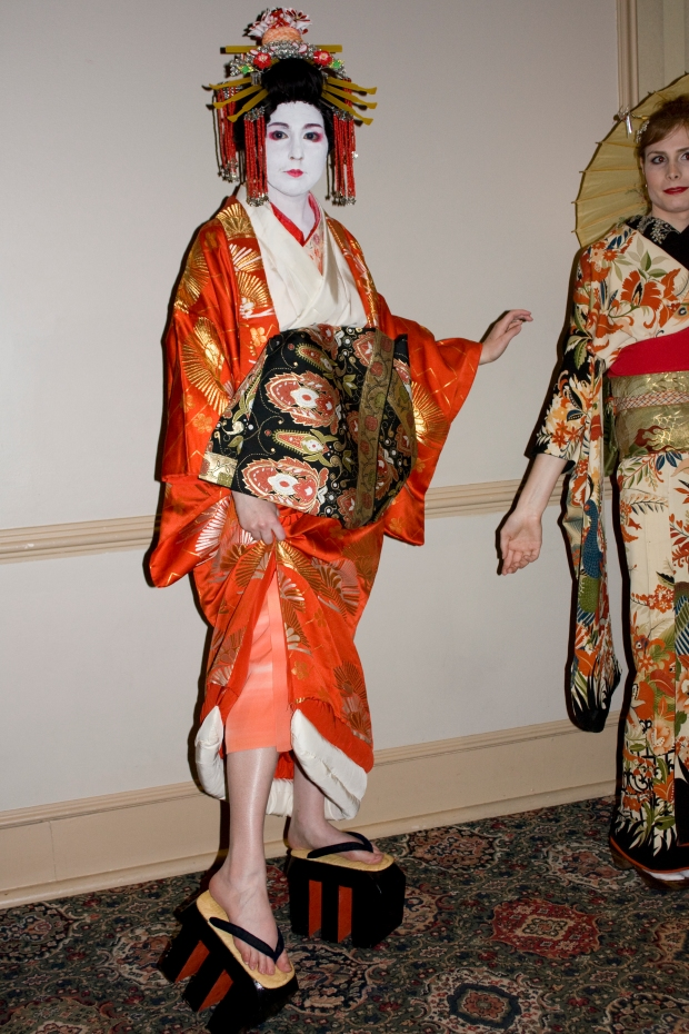 "Traditional Geisha, her obi is wrapped in front of her body in the shape of a heart to signify that she is a woman who can ""fulfill your heart's desire"""
